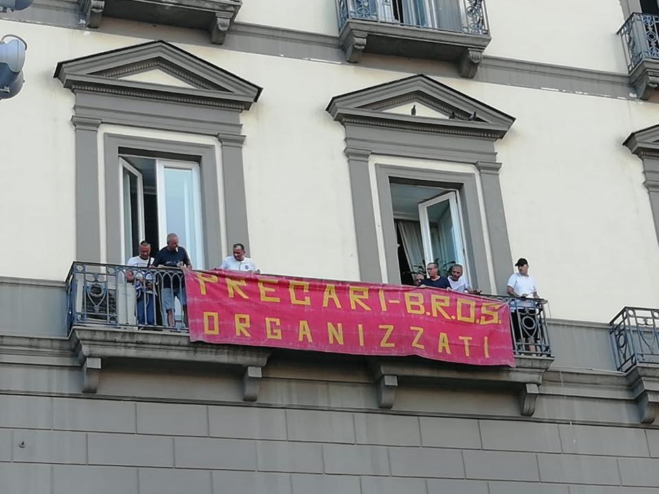 Ufficio Per Disoccupazione Milano : Napoli i disoccupati bros e banchi nuovi occupano palazzo san