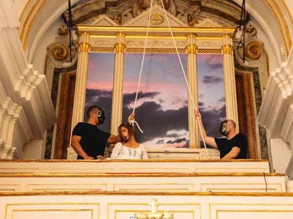 Halloween Chiesa.Napoli Un Party Di Halloween Nell Antica Chiesa Di San Gennaro All