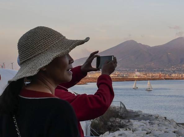 Napoli, il Comune aumenta la tassa di soggiorno. Rivolta ...