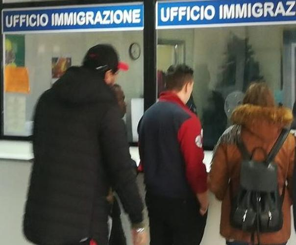 Napoli, poliziotti corrotti garantivano permessi di ...