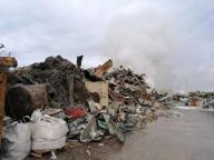 Terra dei Fuochi, ad Acerra brucia deposito di rifiuti ferrosi