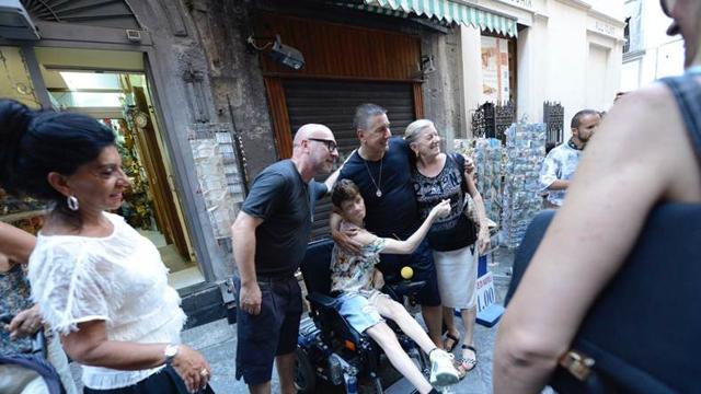 3bc6790257fc Dolce Gabbana tra i napoletani  «Dedichiamo il 30ennale alla città ...