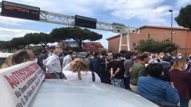 Napoli Protesta Delle Scuole Guida Corriere Tv